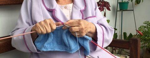 Terezinha é única na arte de bordar 'bainhas abertas'