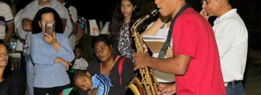 Música e poesia na praça unem a cidade