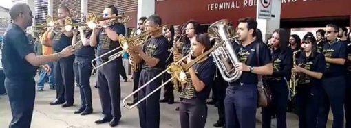Prefeitura dá aula gratuita de violão, flauta e violino para moradores de Santa Luzia
