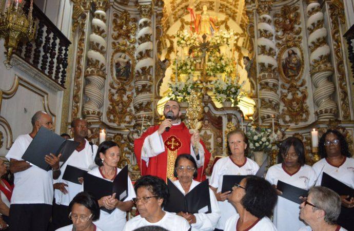 Novo pároco, padre Felipe Lemos, diz que está muito satisfeito e fala de seus planos