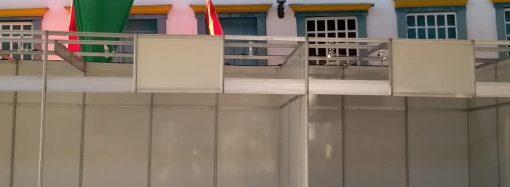 Moradores de Santa Luzia reclamam das barracas que tapam a fachada do casario
