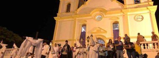 Santa Luzia recupera tradição medieval com procissão que termina no cemitério