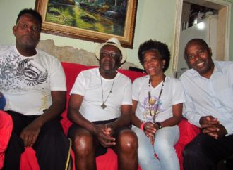 Eles são os guardiões da memória da Escola de Samba Unidos do Icaraí