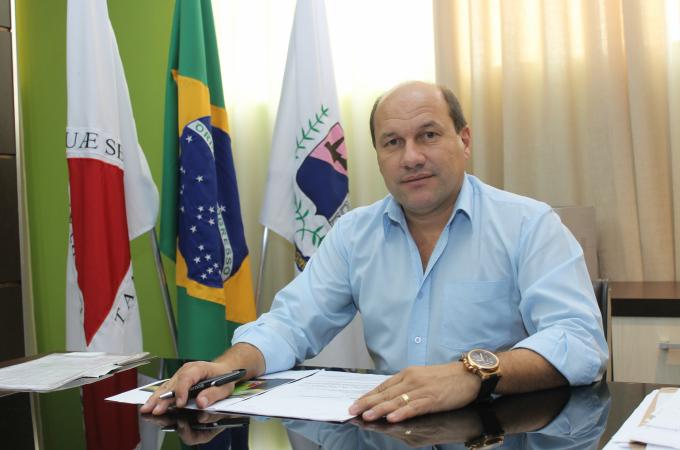 Prefeito dá entrevista à TV e faz graves acusações ao vereador Sandro Coelho