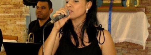 """Ana Giovannini canta """"Novo Tempo"""" para alegrar estes dias incertos de quarentena"""