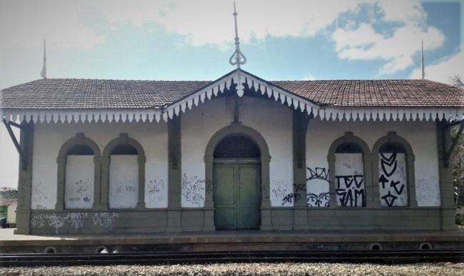 Decadência da estação ferroviária expõe o grande descaso com o nosso patrimônio