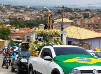 Moradores de Santa Luzia festejam Nossa Senhora Aparecida com longa carreata