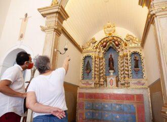 Após dois anos de trabalho delicado, o altar do asilo São Jerônimo foi restaurado