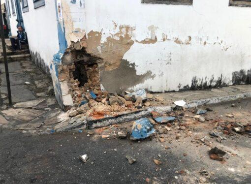 Mais um acidente no Centro Histórico de SL danifica o prédio da Casa da Cultura