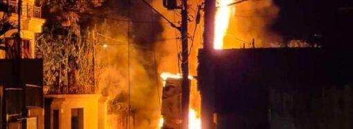Caminhão pega fogo no Centro Histórico e deixa a Rua Floriano Peixoto sem energia