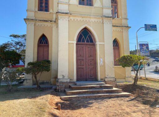 Capela de S. J. Batista, na fase de pintura interna, agora precisa da doação de tinta